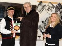 Odovzdanie knihy Zdravie a výživa ľudí od autora Jána Keresteša